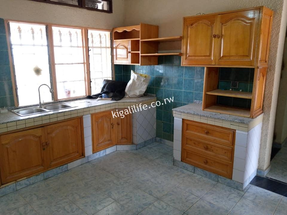 unfurnished house for rent in rugando at 400k